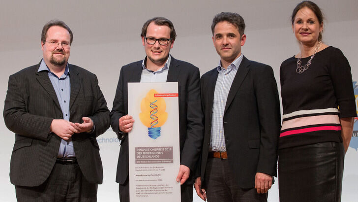 Professor Schwaneberg and other winners of innovation price